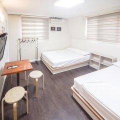 Хостел Itaewon Inn Стандартный номер с 2 отдельными кроватями фото 4