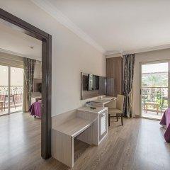 Отель Crystal Aura Beach Resort & Spa – All Inclusive 5* Стандартный семейный номер с двухъярусной кроватью фото 4