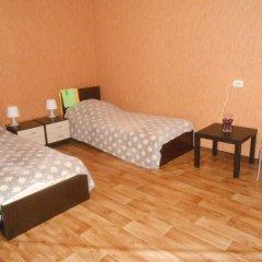 Hostel Skazka In Tolmachevo Кровати в общем номере с двухъярусными кроватями