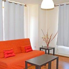 Апартаменты Neon Gondola Lift Apartments Банско комната для гостей фото 4