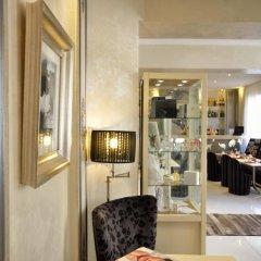 Отель Renoir Hotel Франция, Канны - отзывы, цены и фото номеров - забронировать отель Renoir Hotel онлайн интерьер отеля