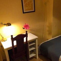 Отель Overseas Guest House Стандартный номер с различными типами кроватей (общая ванная комната) фото 5