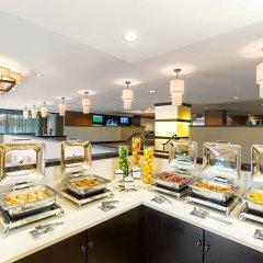 Отель Hilton New York JFK Airport США, Нью-Йорк - отзывы, цены и фото номеров - забронировать отель Hilton New York JFK Airport онлайн питание фото 3