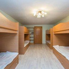 Vse svoi na Bol'shoy Konyushennoy Hostel Кровать в общем номере с двухъярусной кроватью