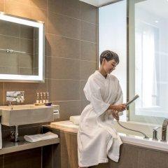 Отель Novotel Bangkok Ploenchit Sukhumvit 4* Улучшенный номер с различными типами кроватей фото 6