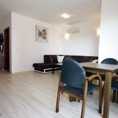 Апартаменты Apartment Miroslava Солнечный берег комната для гостей