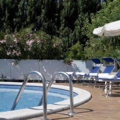 Отель Albicocco Италия, Риччоне - отзывы, цены и фото номеров - забронировать отель Albicocco онлайн бассейн