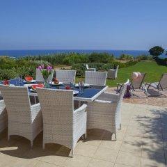 Отель Beachfront villa Del Mare Кипр, Протарас - отзывы, цены и фото номеров - забронировать отель Beachfront villa Del Mare онлайн бассейн фото 3