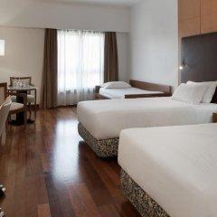 Отель NH Lisboa Campo Grande Стандартный семейный номер с различными типами кроватей фото 4