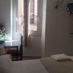 Отель Hostal Mont Thabor Улучшенный номер с различными типами кроватей фото 3
