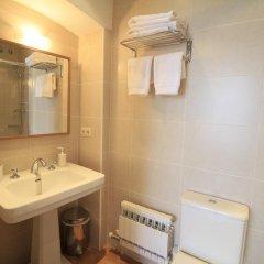 Отель Castell de Guardiola ванная