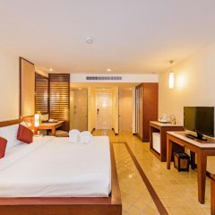 Отель Duangjitt Resort, Phuket 5* Номер Делюкс с двуспальной кроватью фото 11