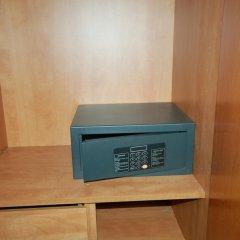 Hotel Led-Sitges сейф в номере