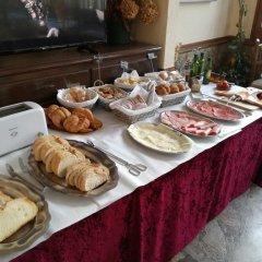 Отель Hostal Los Pinares Испания, Льорет-де-Мар - отзывы, цены и фото номеров - забронировать отель Hostal Los Pinares онлайн питание