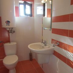 Отель Guest House Dvata Bora Болгария, Генерал-Кантраджиево - отзывы, цены и фото номеров - забронировать отель Guest House Dvata Bora онлайн ванная
