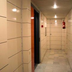 Отель Apartamentos Descartes Барселона интерьер отеля