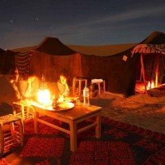 Отель Merzouga Desert Camp Марокко, Мерзуга - отзывы, цены и фото номеров - забронировать отель Merzouga Desert Camp онлайн гостиничный бар