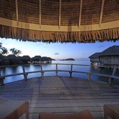 Отель Sofitel Bora Bora Marara Beach Resort 4* Улучшенное бунгало с различными типами кроватей фото 4