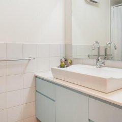 Sea N'Rent - 81 Gordon Tel Aviv Израиль, Тель-Авив - отзывы, цены и фото номеров - забронировать отель Sea N'Rent - 81 Gordon Tel Aviv онлайн ванная