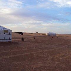 Отель Night Desert Camp Марокко, Мерзуга - отзывы, цены и фото номеров - забронировать отель Night Desert Camp онлайн парковка