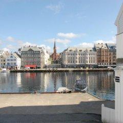 Отель Haugesund Maritime Apartments Норвегия, Гаугесунн - отзывы, цены и фото номеров - забронировать отель Haugesund Maritime Apartments онлайн приотельная территория фото 2