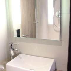 Best Western Hotel Le Montmartre Saint Pierre 3* Улучшенный номер с различными типами кроватей фото 12