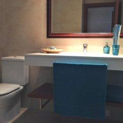 Отель Keep calm & enjoy Bcn Оспиталет-де-Льобрегат ванная
