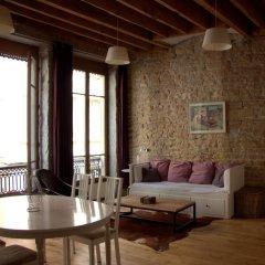 Отель La Lanterne de Lyon Франция, Лион - отзывы, цены и фото номеров - забронировать отель La Lanterne de Lyon онлайн комната для гостей фото 5