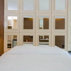 Отель Naka Residence сейф в номере