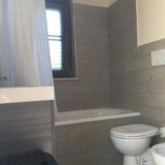 Отель La Gazza Итри ванная фото 2