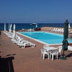 Отель Castelsardo Beach Италия, Кастельсардо - отзывы, цены и фото номеров - забронировать отель Castelsardo Beach онлайн бассейн фото 3