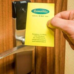 Hotel Zemaites сейф в номере
