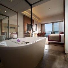 Отель Pullman Oceanview Sanya Bay Resort & Spa 4* Улучшенный номер с различными типами кроватей