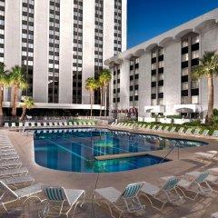 Отель Riviera Hotel & Casino США, Лас-Вегас - 8 отзывов об отеле, цены и фото номеров - забронировать отель Riviera Hotel & Casino онлайн бассейн