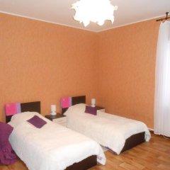 Hostel Skazka In Tolmachevo Стандартный номер с 2 отдельными кроватями фото 2