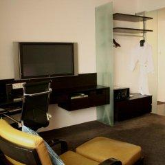 Отель Furama City Centre сейф в номере