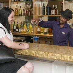 Отель The Grand Daddy Южная Африка, Кейптаун - отзывы, цены и фото номеров - забронировать отель The Grand Daddy онлайн гостиничный бар