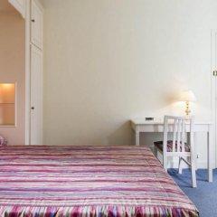 Отель Hôtel de Suez 2* Стандартный номер с двуспальной кроватью фото 6