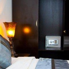 Отель Wonderful Guesthouse сейф в номере