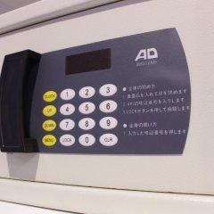 HOTEL THE HOTEL Shinjuku Kabukicho - Adult Only сейф в номере