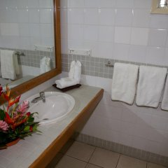 Отель Tanoa Skylodge Hotel Фиджи, Вити-Леву - отзывы, цены и фото номеров - забронировать отель Tanoa Skylodge Hotel онлайн ванная фото 2