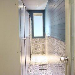 Golden Mountain Hostel Стандартный семейный номер с двуспальной кроватью (общая ванная комната)