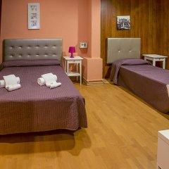 Отель Hostal Balmes Centro Стандартный номер с различными типами кроватей фото 8