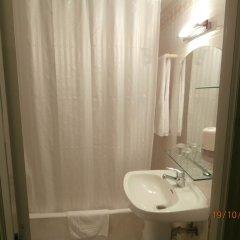 Отель Pensión Donostiarra Испания, Сан-Себастьян - отзывы, цены и фото номеров - забронировать отель Pensión Donostiarra онлайн ванная фото 2