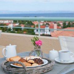 Отель Daphne Holiday Club Греция, Халкидики - 1 отзыв об отеле, цены и фото номеров - забронировать отель Daphne Holiday Club онлайн балкон