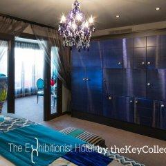 The Exhibitionist Hotel сейф в номере