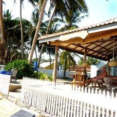Отель Blue Ocean Villa Хиккадува бассейн