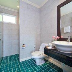Отель Karon Hill Villa ванная