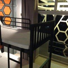 Beehive Phuket Oldtown Hostel Кровать в общем номере фото 2