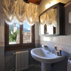 Отель La Piazza Porlezza Порлецца ванная фото 2